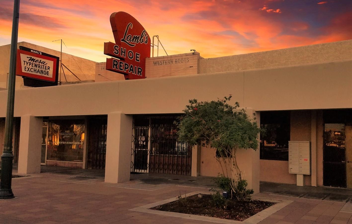 28 S MacDonald, Mesa AZ 85210 Retail Storefront