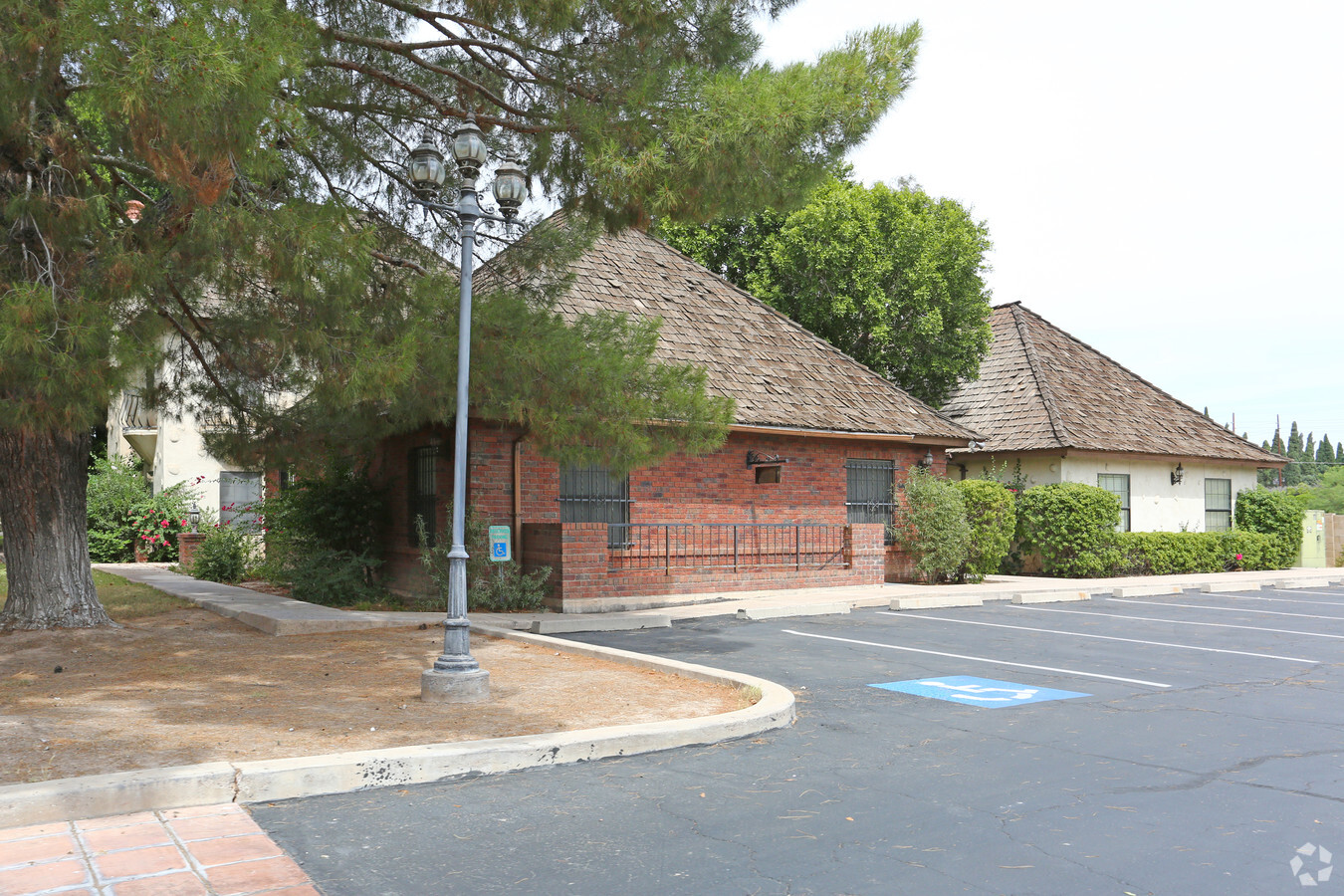 40 W Brown Rd, Mesa AZ 85201 Office Building