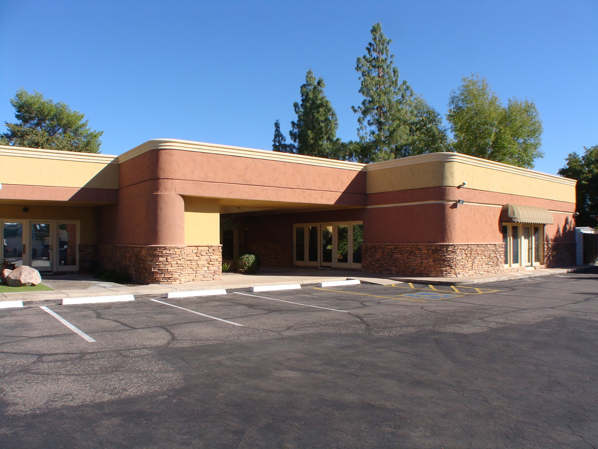 715 N Gilbert Rd, Mesa AZ 85203 Office Building